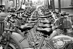 (Ah - Wei) Tags: contax g2 45mm kentmere400 bw film d76 taiwan street bicycle
