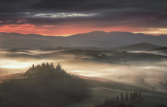 Sunrise in Tuscany (Massimo Cuomo Photography) Tags: massimo cuomo photography landscape tuscany podere belvedere squirico val dorcia orcia sunrise dawn misty fog haze nikon tripod