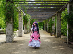 2. Cosplay Treffen in Leipzig (ingrid eulenfan) Tags: leipzig palmengarten cosplaytreffen cosplay frau woman kostüm phantasie flickrfriday frameit rosa figur