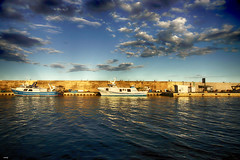 A Puerto (candi...) Tags: puerto barcos mar cielo nubes sol agua lametllademar naturaleza nature airelibre sonya77
