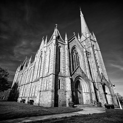 St Laurence Church Forres (amcgdesigns) Tags: andrewmcgavin forres canon1022mm mono monochrome blackandwhite silverefex eos7dmk2 perspective distortion square squarecrop church stlaurencechurchforres up