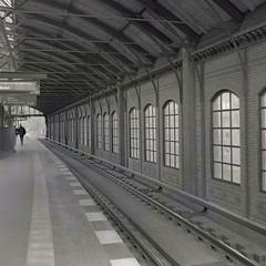 Bellevue (ucn) Tags: berlin bellevue weltaweltax tessar sbahnhof urbanrail trainstation filmdev:recipe=11251 ilfordhp5400 adoxadxab film:brand=ilford film:name=ilfordhp5400 film:iso=400 developer:brand=adox developer:name=adoxadxab