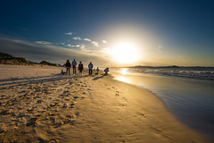 Passersby squad (noldor12) Tags: loredo somoplayas ribamontánalmar playa beach atardecer bahíadesantander marcantábrico cantabria spain canoneos6d canonef1635f4lisusm