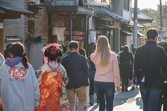 Gion, Kyoto (Nadialeesi) Tags: geisha realgeisha geiko maiko canon canoneos7d 7d eos7d beauty urbanbeauty gion kyoto asia japan japon giappone architecture travel travelphotography trip wanderlust wonderlust light sun sunlight naturallight goldenhour twilight colors colourful colorful