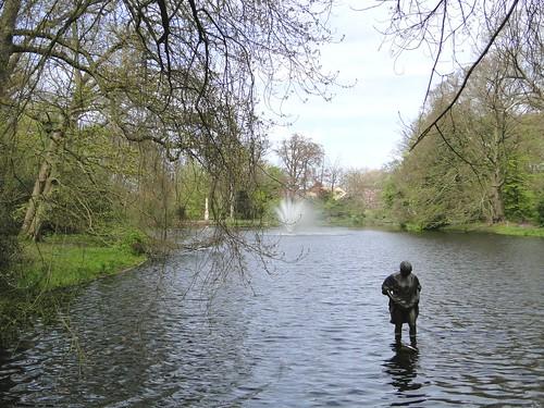 Bather statue on estate De Paauw
