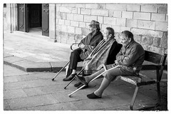 Waiting... (JOAO DE BARROS) Tags: barros joão streetphotography monochrome people