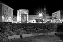 Il sedile, l'anfiteatro, la colonna, il santo e l'orologio (Frank Abbate) Tags: lecce night notte luci lights alento puglia città city sud italia south southern italy canon eos 80d tripod