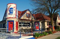 Jackson's Blue Ribbon Pub, Wauwatosa Wisconsin (Cragin Spring) Tags: wisconsin wi building midwest unitedstates usa unitedstatesofamerica jacksonsblueribbonpub bar architecture wauwatosa wauwatosawi wauwatosawisconsin