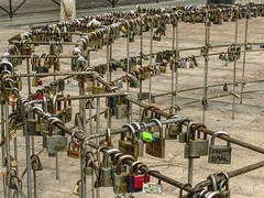 This is no ordinary love (CosmoClick) Tags: locks locked love loves symbol everlasting true cosmoclick almeria wow padlock