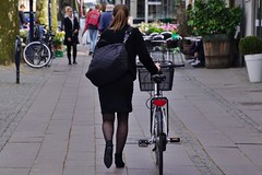 There she goes (os♥to) Tags: sony alpha77ii a77ii ilca77m2 may2017 bike bicycle cykel fahrrad bici vélo velo bicicleta fietssykkel rower street candid streetphotography people