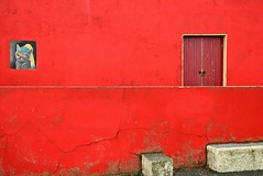 #2/52 - Lahinch red - 52 in 2017 Challenge (Krasivaya Liza) Tags: lahinch 2 252 52weekschallenge 52weeks 52weeksin2017 52in2017challenge red ireland irish coastline town village countyclare clare county countryside colorful history historical buildings