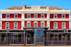 Propera parada: Badalona (Fnikos) Tags: train trainstation estación estació building buildingcomplex architecture meander meandros maiandros badalona outdoor