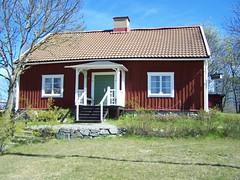 Ytterbystugan i Roslags-Näsby (tompa2) Tags: täby roslagsnäsby uppland sverige stuga byggnad sweden träd