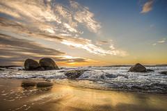 Estaleirinho Beach at Dawn (rqserra) Tags: alvorecer amanhecer praia sol nuvens pedras reflexos ondas sunrise dawn beach rocks clouds reflexes waves estaleirinho camboriu brazil rqserra
