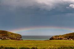 Arco iris (ccc.39) Tags: asturias llanes troenzo playa cantábrico arcoiris rainbow prado rocas nuboso seascape tranquilidad verde