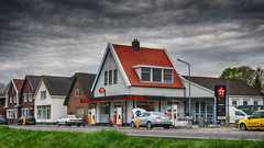 Haus Tankstelle ⛽️ in Holland 😊 (Christian Passi - Steher82) Tags: vw volkswagen audi audi80 tankstelle gasstation cloud clouds auto car wolken flickr view outdoor netherland holland emmen drenthe drente huis haus house stimmung may mai netherlands texaco