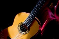 la luz de la música <3 (Madija~) Tags: flamenco spanish velencia sunlight summer sol luz amor música guitarra classico classical romance romantica romantic