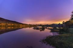 Noche en el pantano. (Amparo Hervella) Tags: embalsedelcharcodelcura ávila españa spain nube reflejo noche colores naturaleza largaexposición d7000 nikon nikond7000 nocturna comunidadespañola