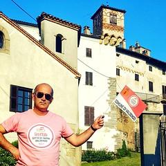 #GirodItalia #Valdengo  #CittàdiTappa #100years  #Girodit (! . Angela Lobefaro . !) Tags: valdengo 100years cittàditappa giroditalia girodit biellese biella italy italia piedmont piemonte cittàditappavaldengo comunedivaldengo 100anni boy man guy renner bike castel schloss castle castello castillo medieval magliarosa flag castellodivaldengo burg ciclismo 15°tappa 15esimatappa bicicletta bici road giroditalia15tappa 2017 valdengobergamo fan bandiera