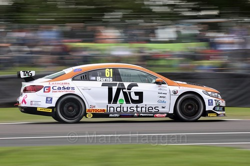 Will Burns racing for Team Hard at Oulton Park, May 2017