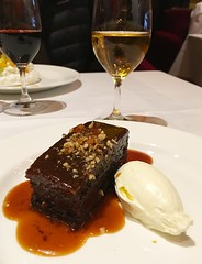 Sticky toffee pudding (sarahstierch) Tags: stickytoffeepudding pudding cake dessert eating dining rulesrestaurant london england unitedkingdom sweets sauternes