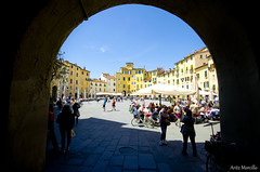 Plaza del Anfiteatro (lautada) Tags: lucca toscana italia plaza anfiteatro piazza