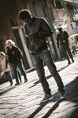 Caruggi life (FButzi) Tags: genova genoa liguria italia italy street caruggi urban exploration vicoli people