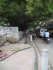 DSCN4185 (Santhosh ITDP) Tags: 2015 india chennai thiruvanmiyur kalki krishnamoorthi salai bad after obstruction footpath improper cable