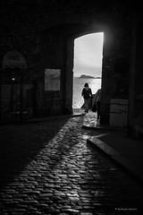 Passer la porte! (guillaumegesret) Tags: saintmalo doors city canon girl street streetview streetphotogrpahie streetphotographer structure streetart style monochrome moment noiretblanc noir nb life light lifestyle black blanc blackandwhite blackwhite bretagne