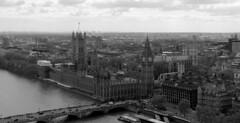 Londres bn_0021 (Joanbrebo) Tags: london blancoynegro blackwhite monochrome cityscape rio river riu thames bridge pont puente arquitectura edificios edificis buildings canoneos70d efs18135mmf3556is eosd autofocus