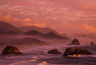 The last Kiss of Daylight - Cannon Beach