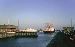 Amsterdam 1962 (Riex) Tags: 1962 ecluse waterlock bateau paquebot cargo harbor port sea mer boat ij ijsselmeer ijmuiden amsterdam holland hollande netherland paysbas kodachrome film diapositive slide ymuiden