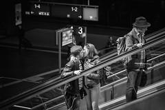 Berlin Hauptbahnhof (Michael Erhardsson) Tags: berlin hauptbahnhof rulltrappa escalator 2017 svartvitt