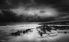 Esperanza / Hope (tmuriel67) Tags: monochrome dark darkness blackwhite blancoynegro bw beach rocks waterscapes nubes clouds water seascape sea playadeserantes asturias