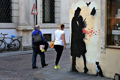 .. il bacio .. (click__3191 F p) (Ziozampi) Tags: kennyrandom kenny random graffiti murales street streetphotography streetart artedistrada urban urbanexploration persone padova città fav