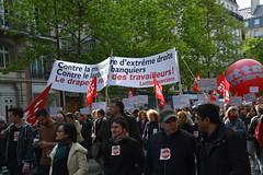 Cortège L.O. (Jeanne Menjoulet) Tags: 1ermai manif manifestation paris lutteouvrière banderole 1may demonstration extrêmedroite banquiers larbin millionnaire frontnational lo nathaliearthaud