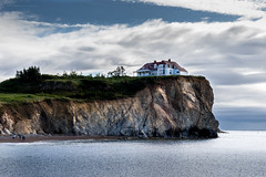 White house on the edge (LionArt1970) Tags: perce quebec cliff water shoreline shore canon canada rockface rocks