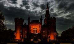 Schloss Moyland (gabrieleskwar) Tags: wasserschloss moyland nrwgermany niederrhein outdoor wolken abends beleuchtung schloss
