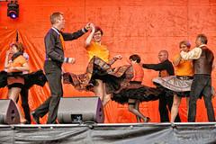 Koningsdag in Delft (Gerard Stolk (vers la Fête du Roi)) Tags: delft koningsdag freiberg tänzer dansers opel
