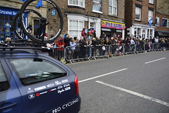 Tour De Yorkshire Stage 2 (734) (rs1979) Tags: tourdeyorkshire yorkshire cyclerace cycling teamcar teamcars tourdeyorkshire2017 tourdeyorkshire2017stage2 stage2 knaresborough harrogate nidderdale niddgorge northyorkshire highstreet