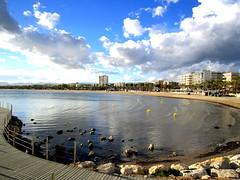 Playa de Levante, Salou, Tarragona, Cataluña, España. (PGARCIA.) Tags: salou costadorada tarragona cataluña españa arenamar marmediterráneo costa arena agua rocas cielo