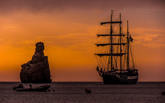 The last lights of the sunset. (The city guy ☺) Tags: ibiza balearicislands travelling tourism afternoon lateafternoon colors seashore seascape sea tallshipatlantis diseminadopoligono3 outdoors walking waterways walkingaround