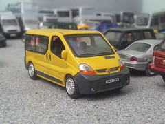 Renault Trafic (quicksilver coaches) Tags: hongwell cararama 172 176 oo diecast model renault trafic minibus