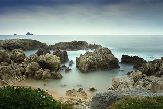 Landscape beach with rocks. Paisaje playa con rocas.