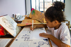 Elisângela Leite_9 (REDES DA MARÉ) Tags: américa brasil complexodamaré doglaslopes favela latina maré marésemfronteiras novamaré ong redesdamaré riodejaneiro aula criança desenho serigrafia