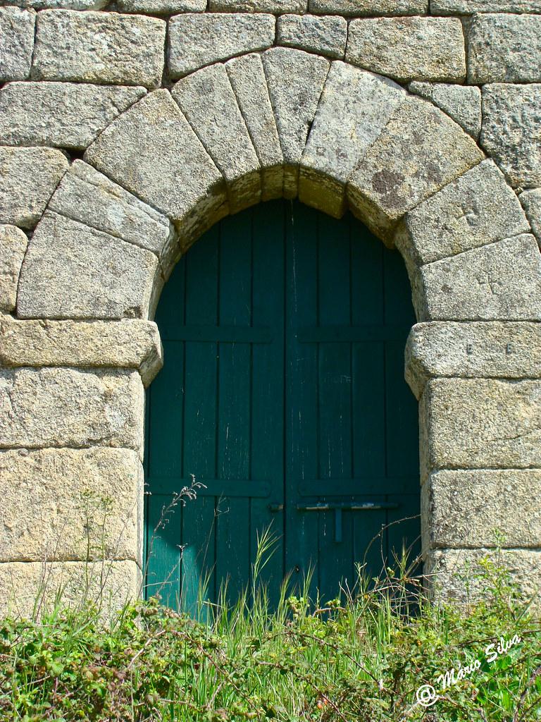 Águas Frias (Chaves) - ... porta do Castelo de Monforte de Rio Livre ...