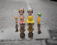 Rain rain please go away ... (omgdolls) Tags: yotsuba よつば sonny angels wiener wednesday owl tiger