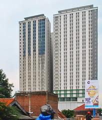 Bale Hinggil (Everyone Sinks Starco (using album)) Tags: surabaya eastjava jawatimur building gedung arsitektur architecture apartemen apartment