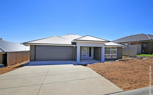 8 Darcy Drive, Boorooma NSW 2650