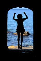 [ L'assalto di Scilla - Scylla assaulting ] DSC_0865.2.jinkoll (jinkoll) Tags: silhouette sea frame tunnel scylla scilla calabria mare rocks skirt girl gal woman horizon blue jump back